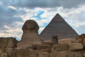 sphinxPyramid-300x200